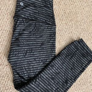 Wunder black and grey lululemon leggings